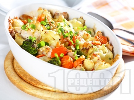Печено пилешко месо с броколи, карфиол и моркови на фурна с кашкавал - снимка на рецептата